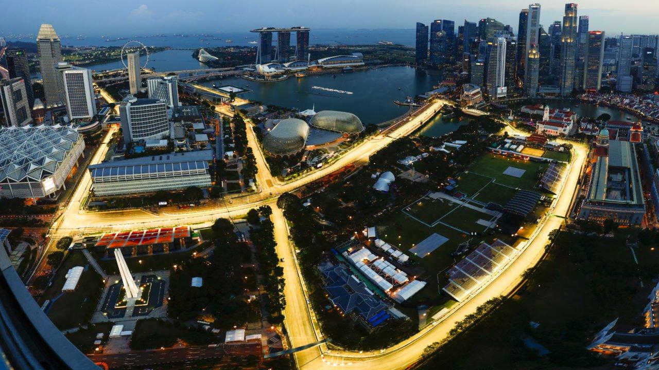 a-birdu2019s-eye-view-of-the-illuminated-marina-bay-street-circuit-e1524211598843-1280x720