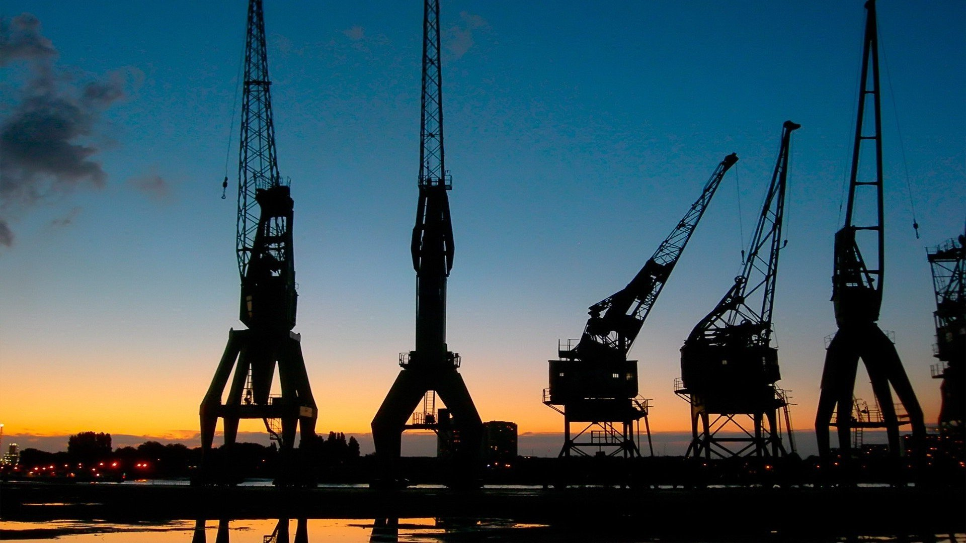port-harbour-silhouette-crane